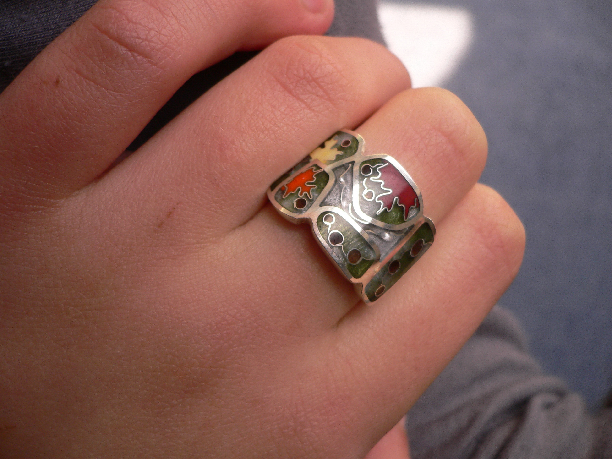 JPORTAL: Изделия сделаны из серебра вышей пробы с использованием ювелирной эмали